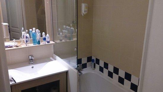 Adagio Access Marseille Prado Perier: Salle de bain