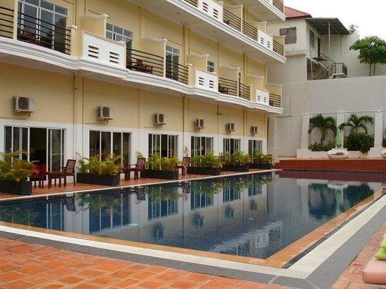 Serendipity Beach Resort: Lovely pool
