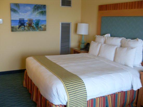 Renaissance Curacao Resort & Casino : Very comfortable bed