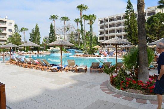 Atlantica Oasis Hotel: main pool
