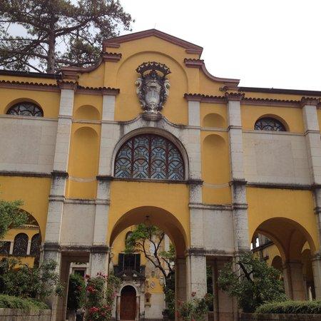 La facciata della casa foto di il vittoriale degli for Planimetrie della casa degli artigiani
