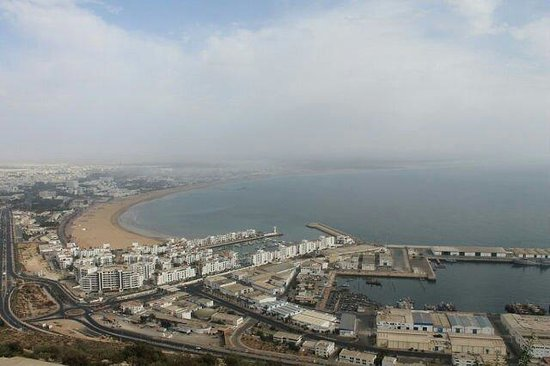 Seafront promenade: Вид с холма..