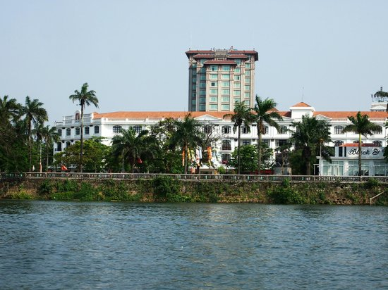 Hotel Saigon Morin : View of the Hotel from the Perfume River