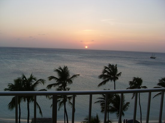 Holiday Inn Resort Aruba - Beach Resort & Casino: Ah ! the sunset !