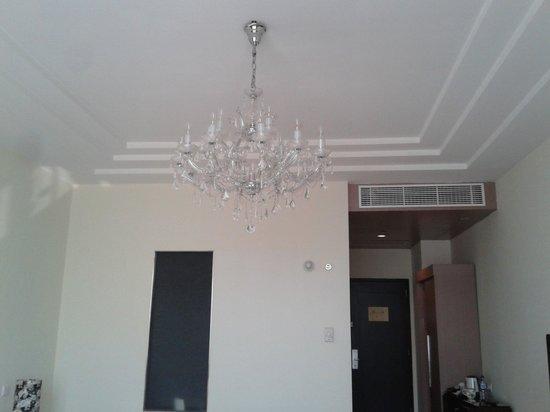Merlynn Park Hotel: Lampu Gantung
