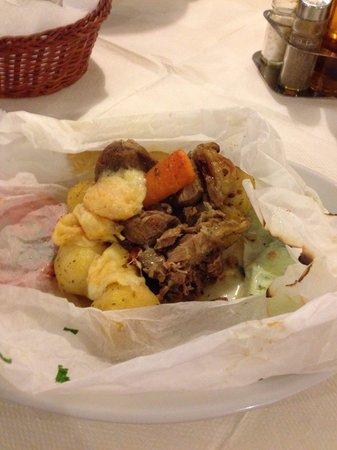 Lefteris: Traditional tasty lamb kleftico