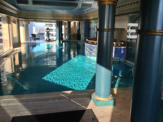 Quay West Suites Sydney: Pool