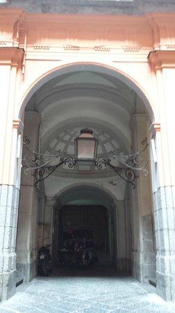 B&B Palazzo Ruffo di Bagnara: La cour