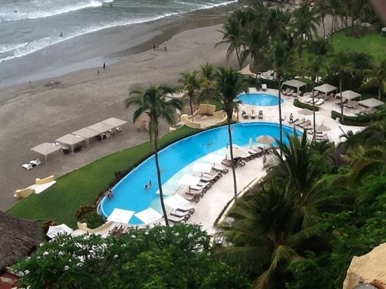 Quinta Real Acapulco: view from our room to the beach and the pool