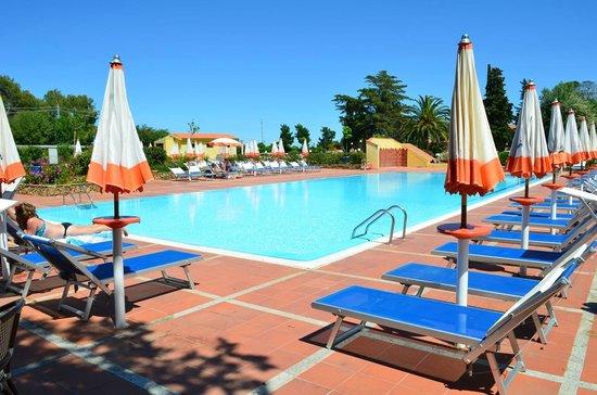 Agrustos Village: piscina