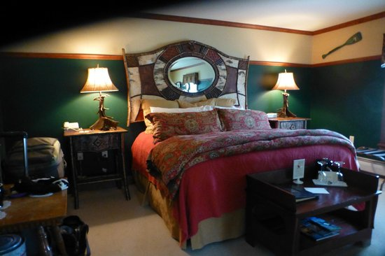 The Reluctant Panther Inn & Restaurant: Amazing bed- so comfy!