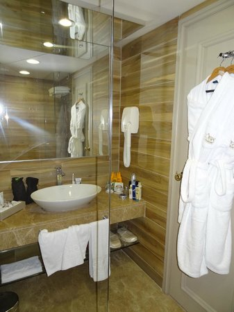 Gloria Golf Resort: Bathroom / walk in shower