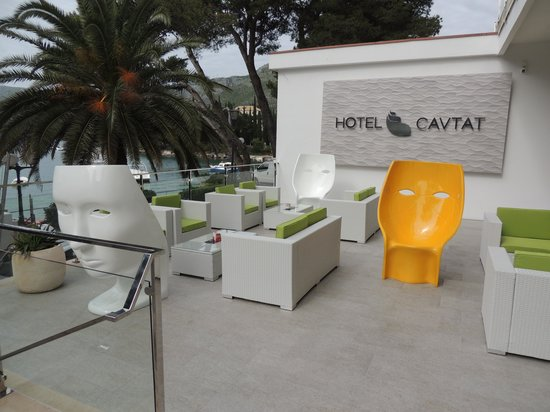 Hotel Cavtat : The front of the hotel