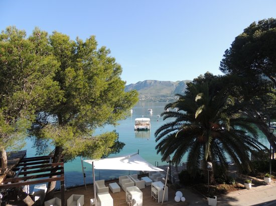 Hotel Cavtat : View from my first floor balcony over the entrance