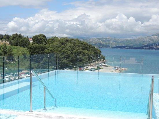 Hotel Cavtat : The beautiful pool