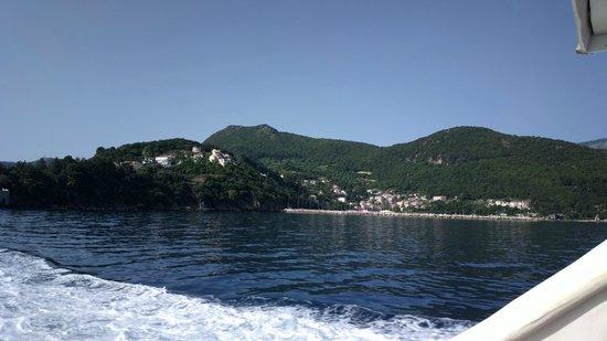 Captain Vangeli's Special Cruises: Along the coast line