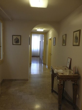 Tourist House Vittorio Ricci: Entrance hall