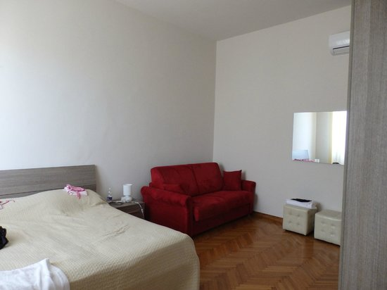 Tourist House Vittorio Ricci : One of the bedrooms