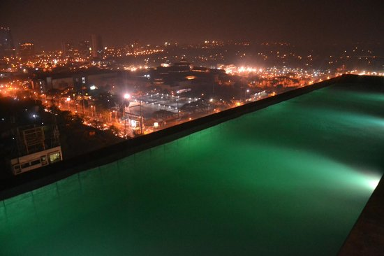 Infinity Pool Night Time Picture Of Azumi Boutique Hotel Muntinlupa Tripadvisor