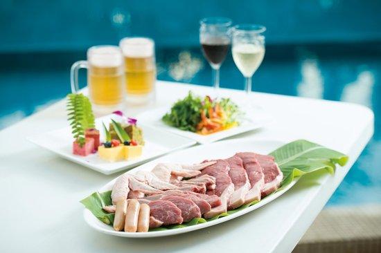 ANA Crowne Plaza Okinawa Harborview: Poolside Barbeque 2014