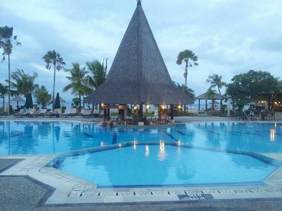 Sadara Boutique Beach Resort : Nice swiming pool with beach view