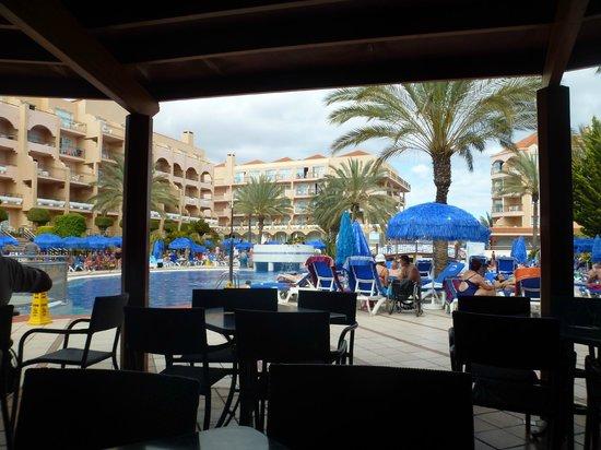 Dunas Mirador Maspalomas: View from the pool bar area.