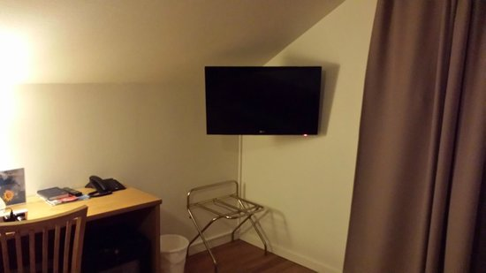 Thon Hotel Storgata: Large TV in the room