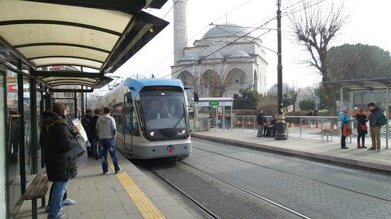 Erboy Hotel: трамвай в Стамбуле это что=то необыкновенное, 13млн жителей и за 7дней один раз ехали стоя