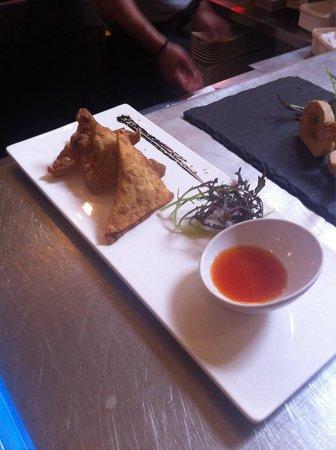 Baleak : Raviole de canard, citron vert et gingembre. Sauce aigre douce