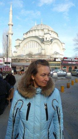 Erboy Hotel: наташа на фоне мечети наследника