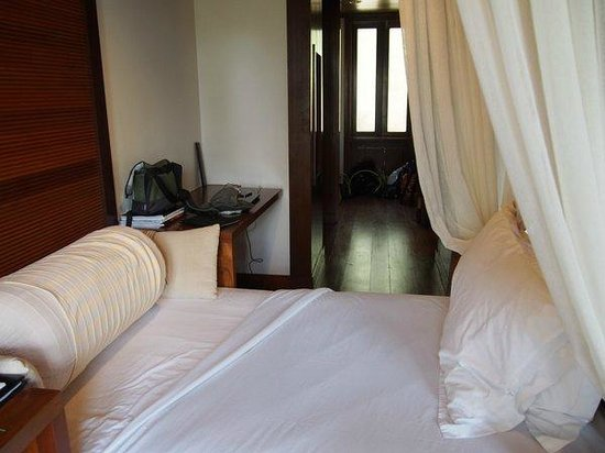 Tanjong Jara Resort : Serambi Room (day bed, looking into closet area).