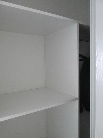 Adagio Access Paris Quai d Ivry: Armadio Camera superior