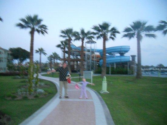 Club Mega Saray: одна из дорог к морю и бассейнам