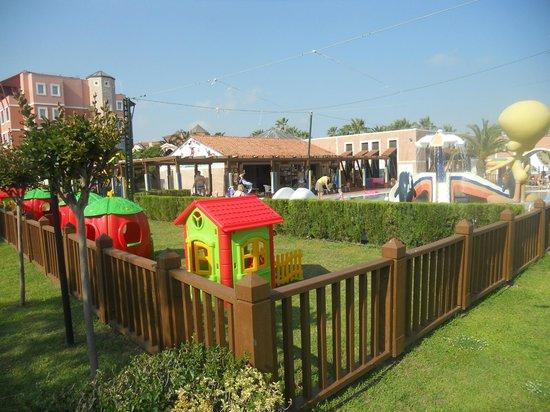 Club Mega Saray: детская площадка