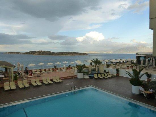 Hermes Hotel: Sun Bathing Area