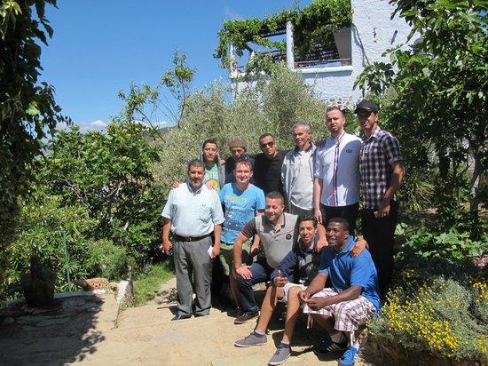 Dar Rihana : Le staff du Morocco Club avec Mustafa avant le départ...