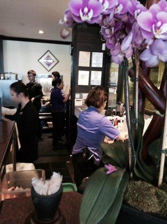 Din Tai Fung Dumpling House: Energetic Servers