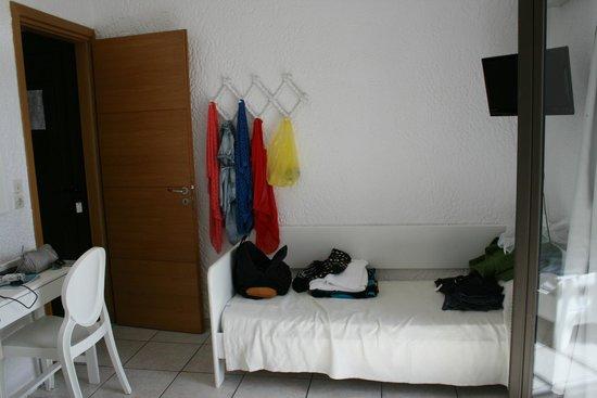 Saradari Apartments : la chambre principale