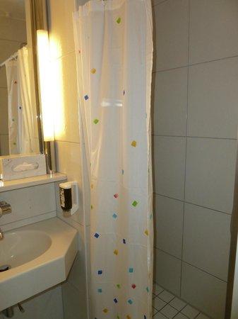 Coronado Hotel: Bath area