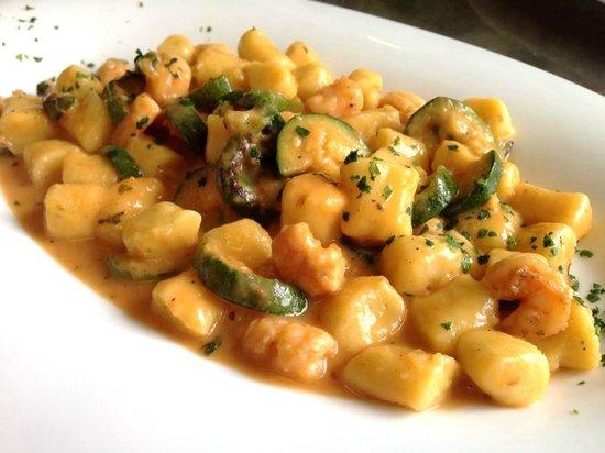 Ristorante al Gondoliere: Gnocchetti di patate con gamberetti e zucchine (fatti in casa)