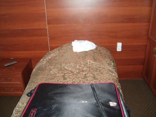 Karetny Dvor : Tiny bed