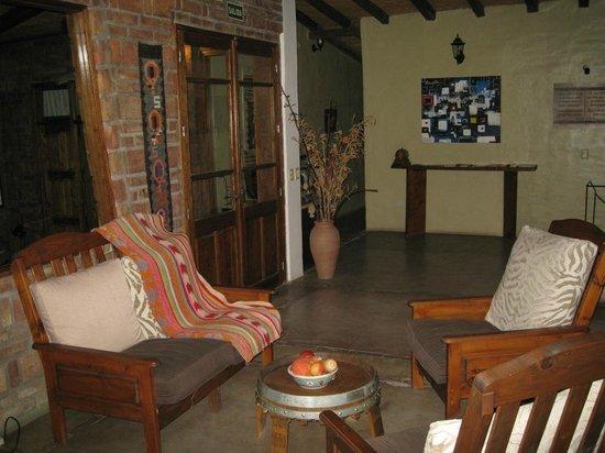 Posada El Encuentro: Lounge area