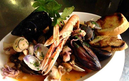 Ristorante al Gondoliere: Zuppa di pesce con fagioli cannellini