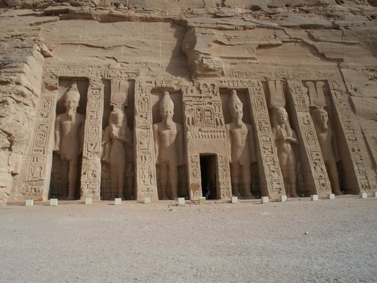 Nile River: Temple of queen Nefatari at Abu Simbel