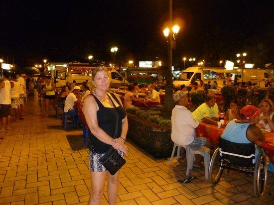 Tiare Tahiti Hotel: Food trucks sort of across the street