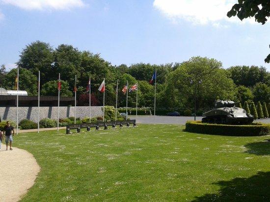 Musée Mémorial de la Bataille de Normandie : Museum front