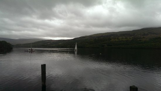 Loch Tay Highland Lodges: View at water side