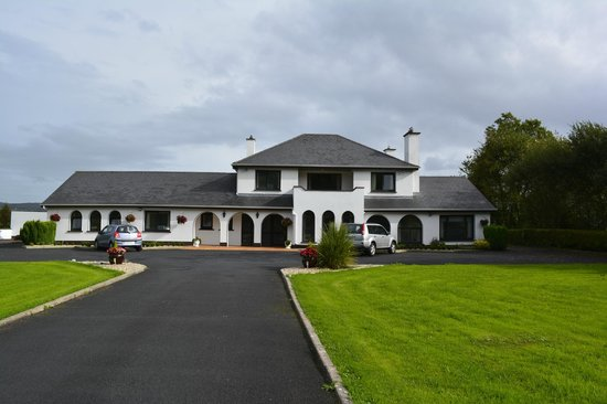 Bunratty Villa: From the Road
