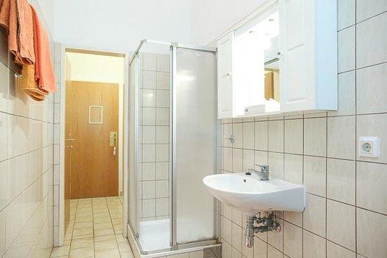 Domizil In Wien: bathroom