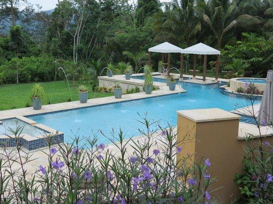 Sleeping Giant Lodge: pool